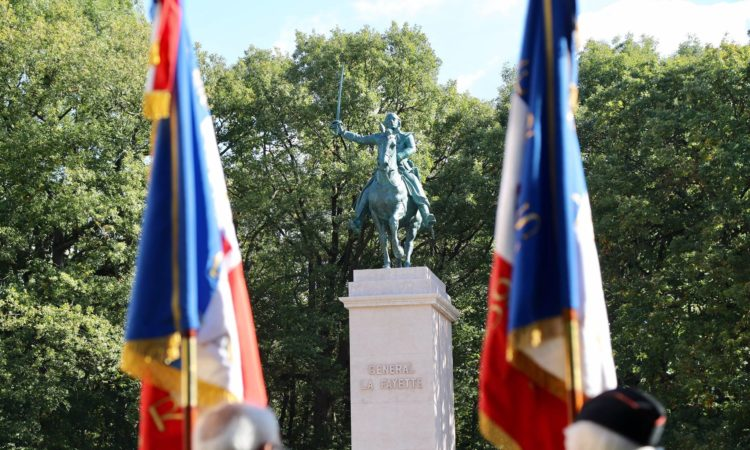 Statue Lafayette Pershing Versailles